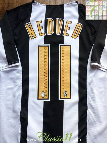 e3593e028 Relive Pavel Nedvěd s 2004 2005 season with this vintage Nike Juventus home  football shirt.