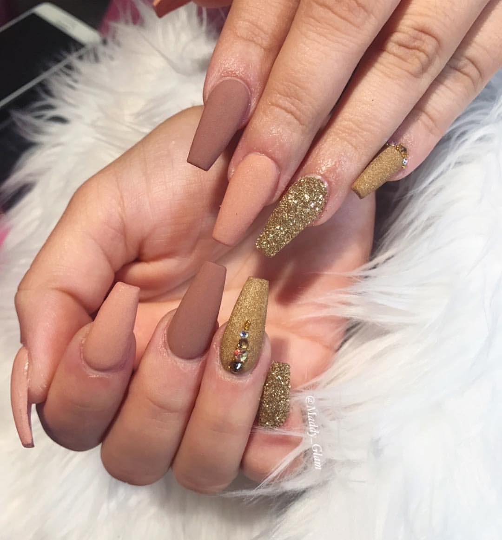 Lasvegasnails Lasvegasnailtech Lasvegas Coffin Coffinnails Coffinshape Gold Glitternails Glitter Matte Mattenails Swag Nails Manicure