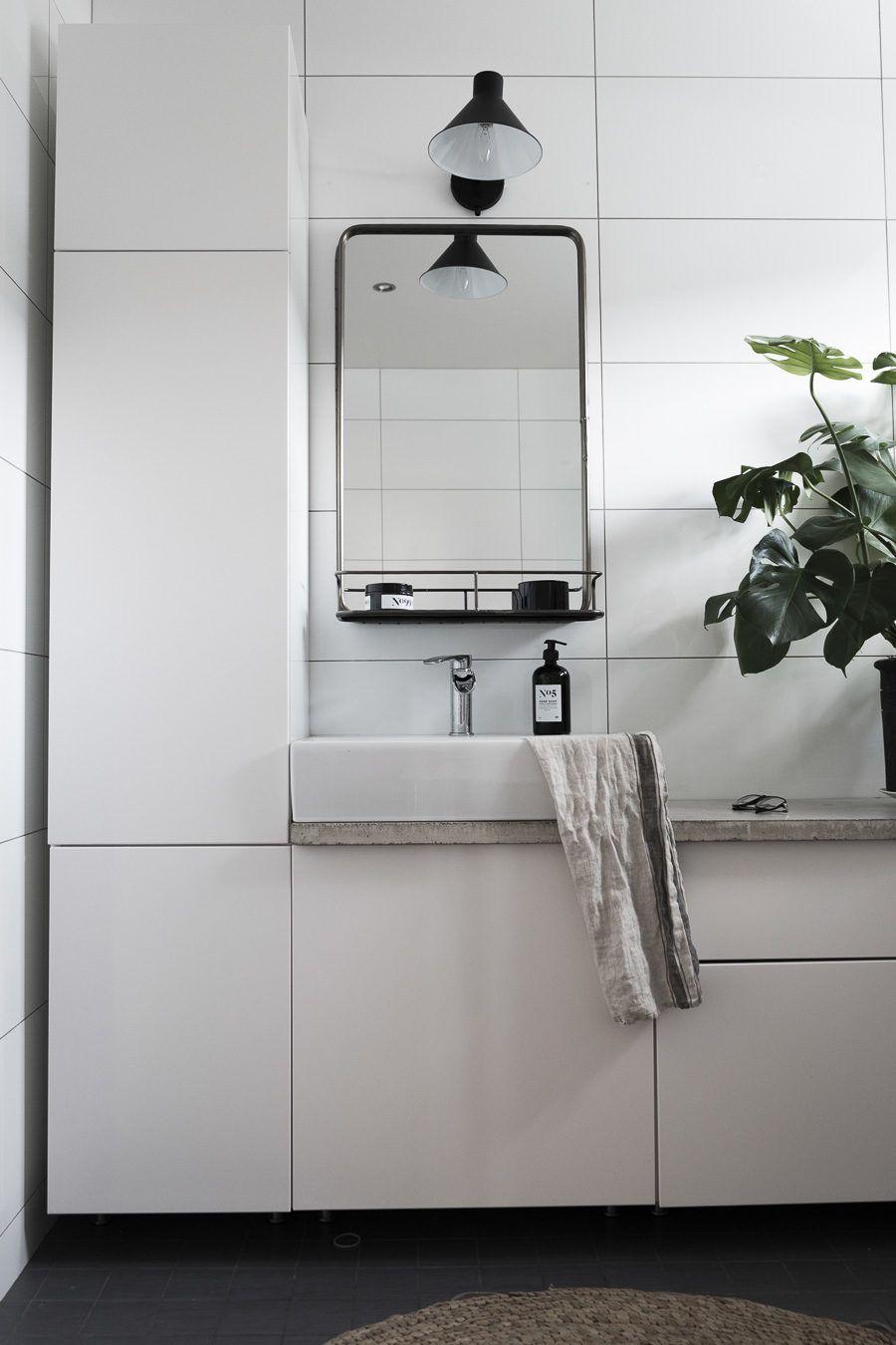 Äntligen ett färdigt badrum byggt med IKEAs köksskåp