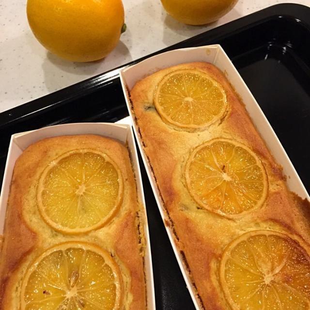 とっても美味しそうな国産レモンをいただいたので、はちみつ漬けにしておいたのを使ってバターケーキを焼きました。ちよっと生地が足りなかったのは、卵が2個しかなかったから。味はどうかな。美味しく焼けてるといいな。 - 17件のもぐもぐ - レモンバターケーキ by Kumi Kaseya-Yokoo