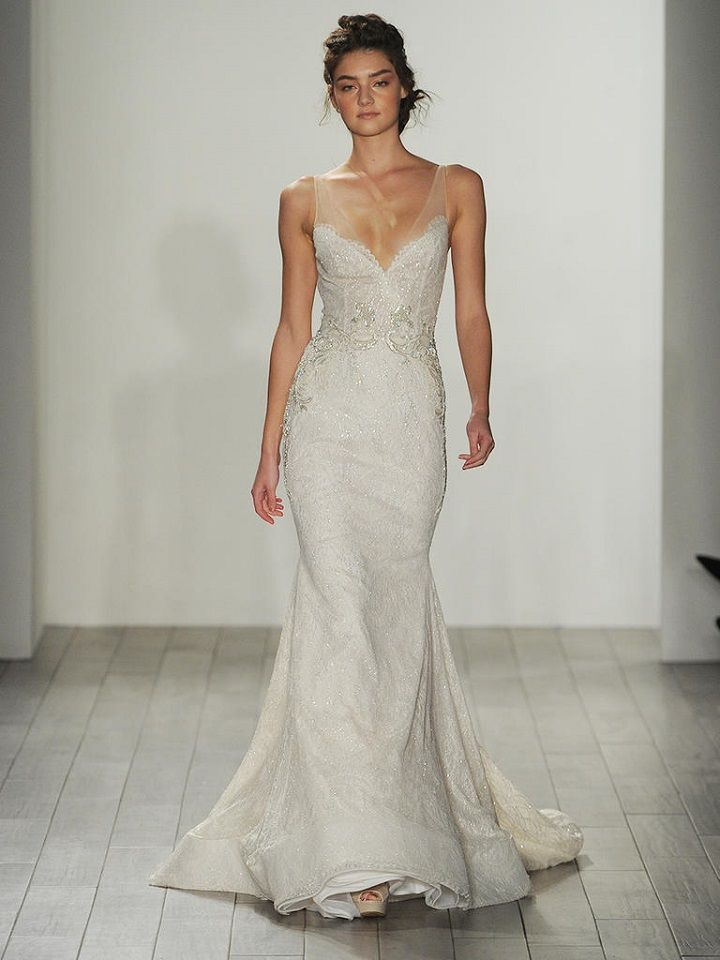 Fitted wedding dress | itakeyou.co.uk #bride #weddinggown #bridalgown #weddingdresses #weddingdress #lazaro #wedinggown