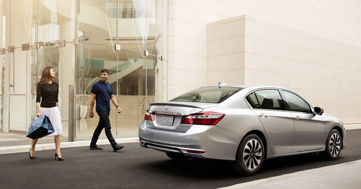Not only is the 2017 Accord Hybrid sleeker than ever, it's also more fun to zip through the city in. So grab a friend and take it for a spin.