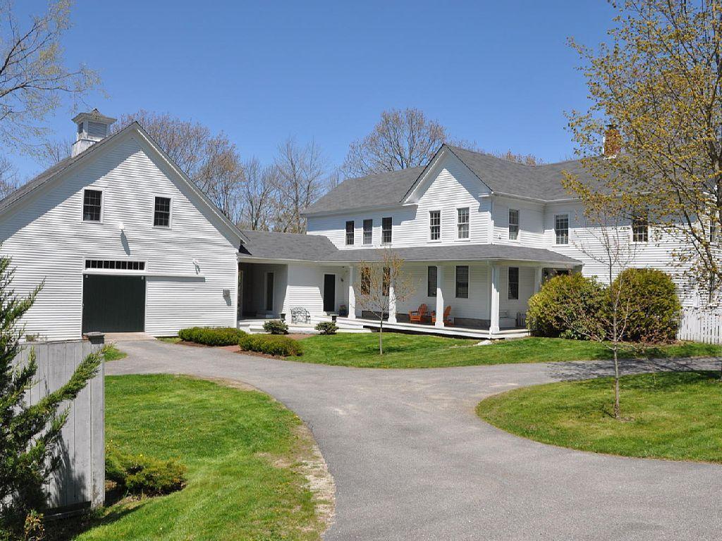 30 Farmhouses Across America New england
