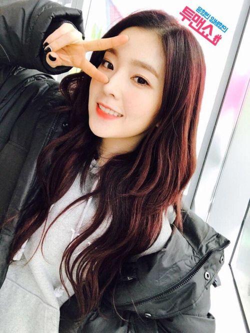 Irene Red Velvet Selca Eonnies In 2019 Red Velvet Irene Red