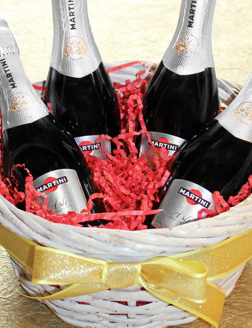 Fill Friendship Baskets With A Mini Bottle Of Martini Sparkling Wine And Garnish With A Matching Ribbon Celebrate Martini Martini Wine Martini Rossi