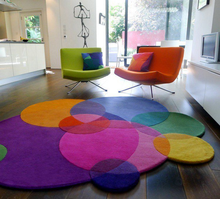 tapis multicolore de forme irreguliere