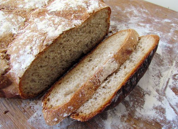 L'anecdote : J'ai déjà posté quelques recettes de pain ici et là, mais dernièremement je me suis essayée à la miche de pain de campagne cuite en cocotte. Le secret : un bon mélange de farine, un lo...