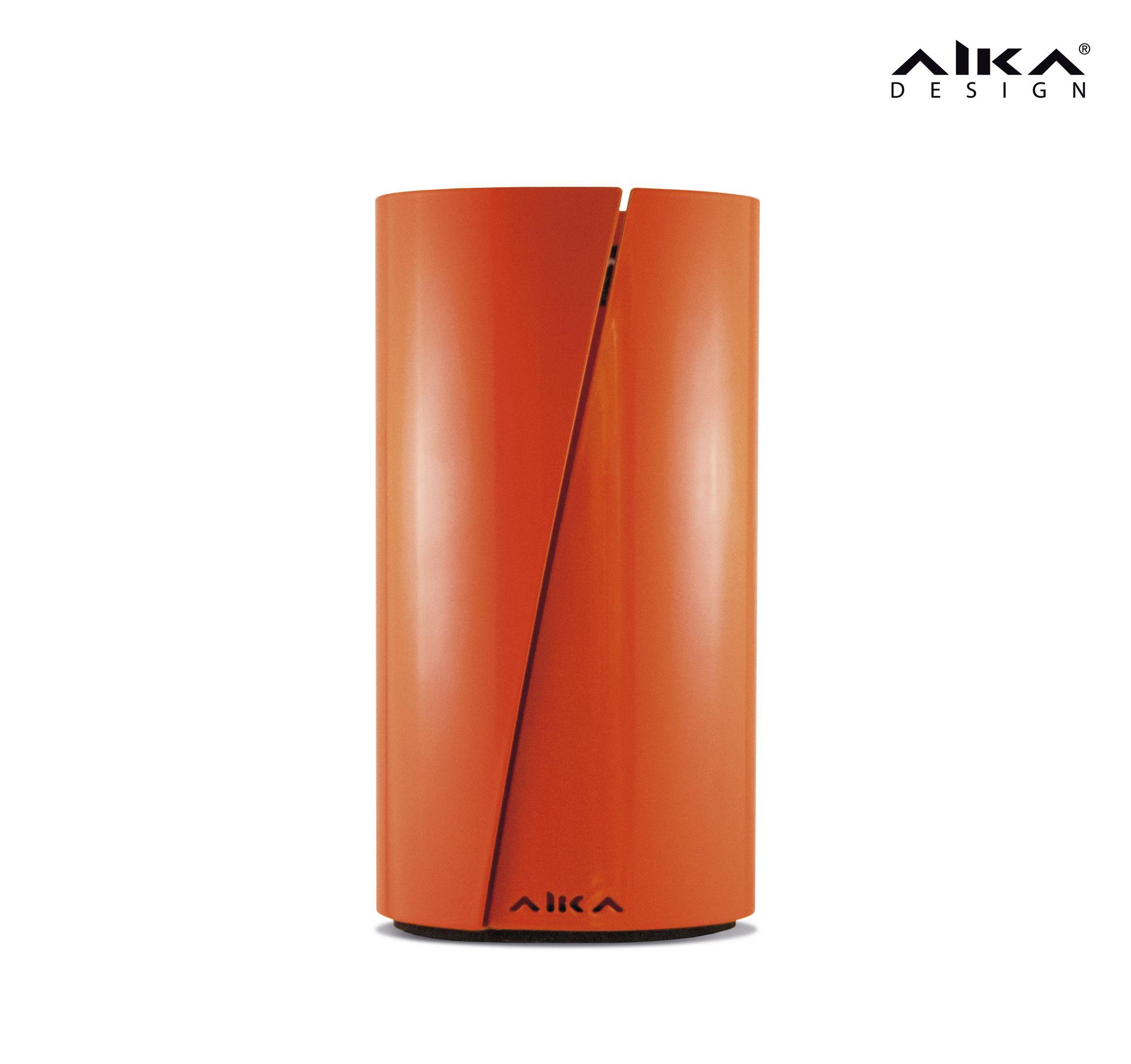 AIKAdesign - VETO talouspaperiteline, Mojo Orange. Tyylikkäästä, nokkelasta ja tukevasta telineestä on helppo repäistä paperi yhdellä kädellä. Kestävä teräskuori suojaa paperia roiskeilta. Pohjassa oleva solukumi pitää telineen paikollaan ja toimii pehmusteena pöytäpintaa vasten. VETO stylish and useful paper stand for household towel. #aikadesign #aika #veto #design #paperiteline