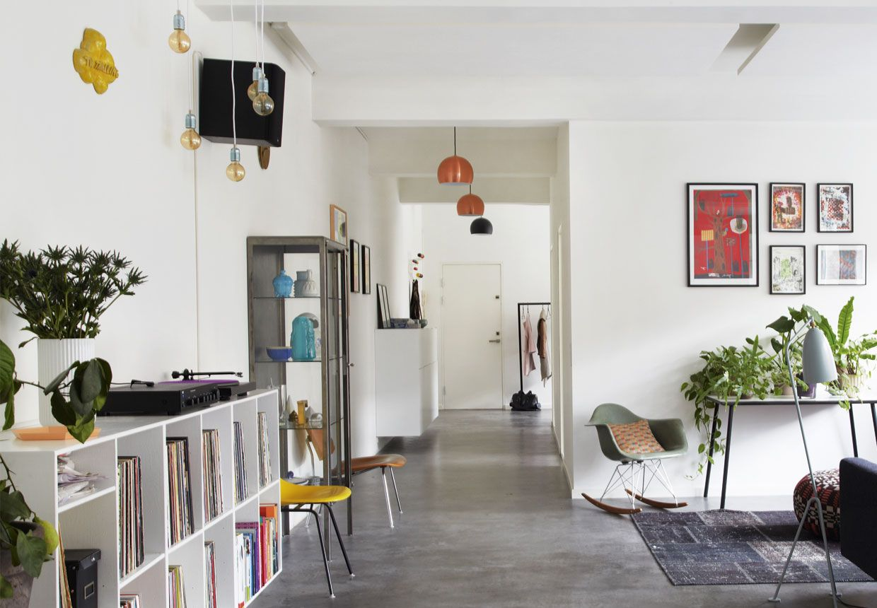 design attractor: Loft Apartment Furnished with Modern Classics ...