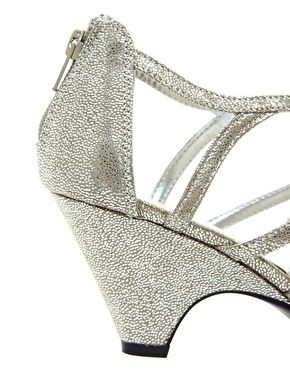 7636179167d7 New Look Sun Low Silver Wedge Sandals