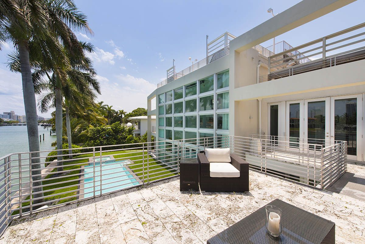 Most Recent Article Rapper Lil Wayne Sails Away From Miami Mansion For 10m Br Check It Out Here Https Miami Mansion Mansions Real Estate Articles
