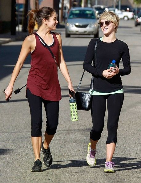 Julianne Hough - Julianne Hough Hits the Gym with Her Friends