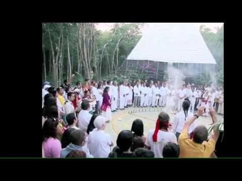 Ritual en la pirámide del pensamiento positivo. aldeazama.com