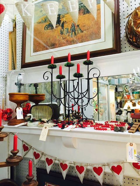 Antique Mall Booth Décor for Christmas #SwankyBurlap #AntiqueMall #AntiqueMallBooth #AntiqueMallVendor