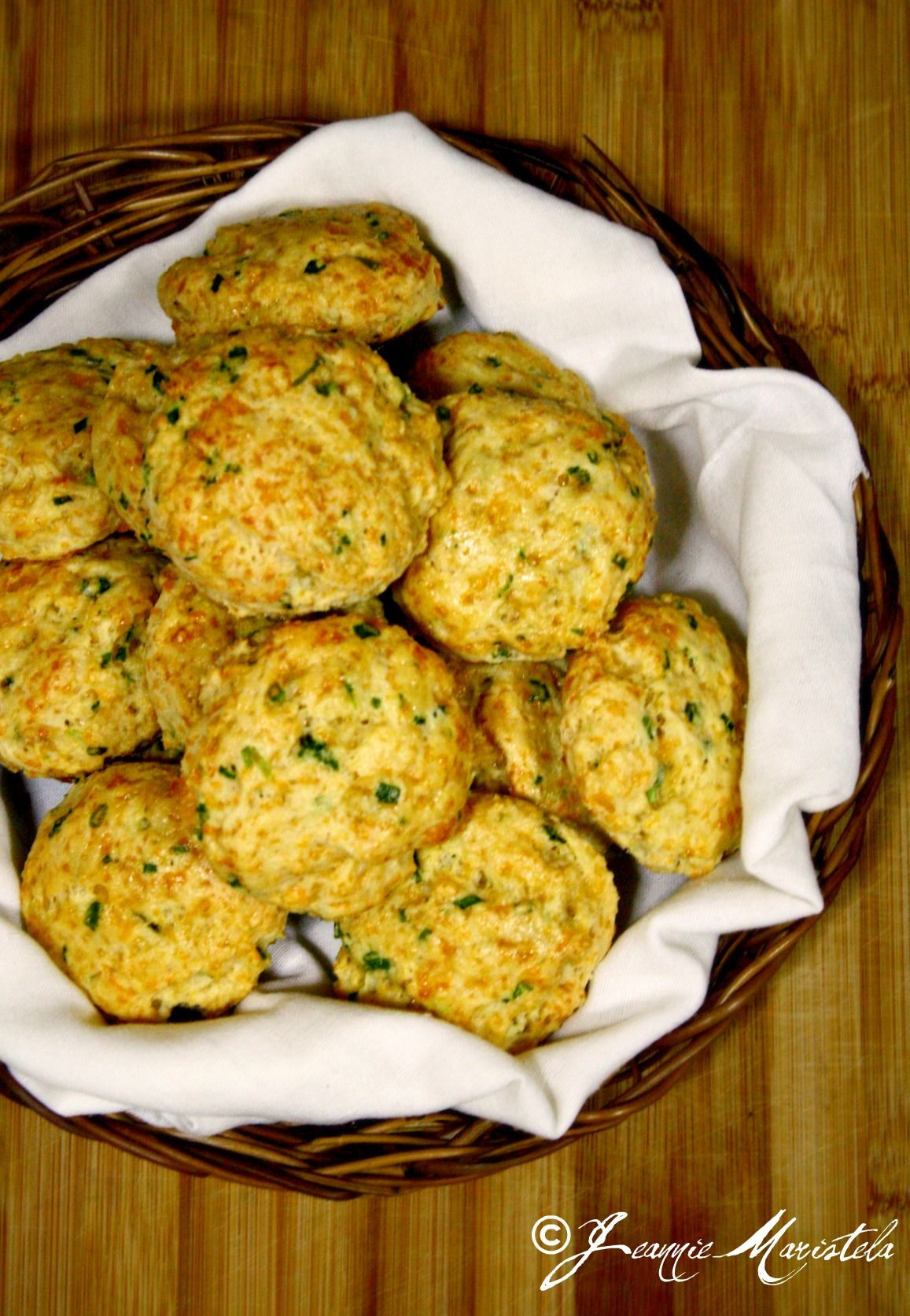 Cheddar and green onion biscuits soup biscuits hug