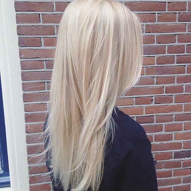 Scandinavian Blonde By Relinde Salon B Utrecht Salonbnl Blondehair Cutandcolour Utrecht Platinum Blonde Hair Blonde Hair Color Long Hair Styles