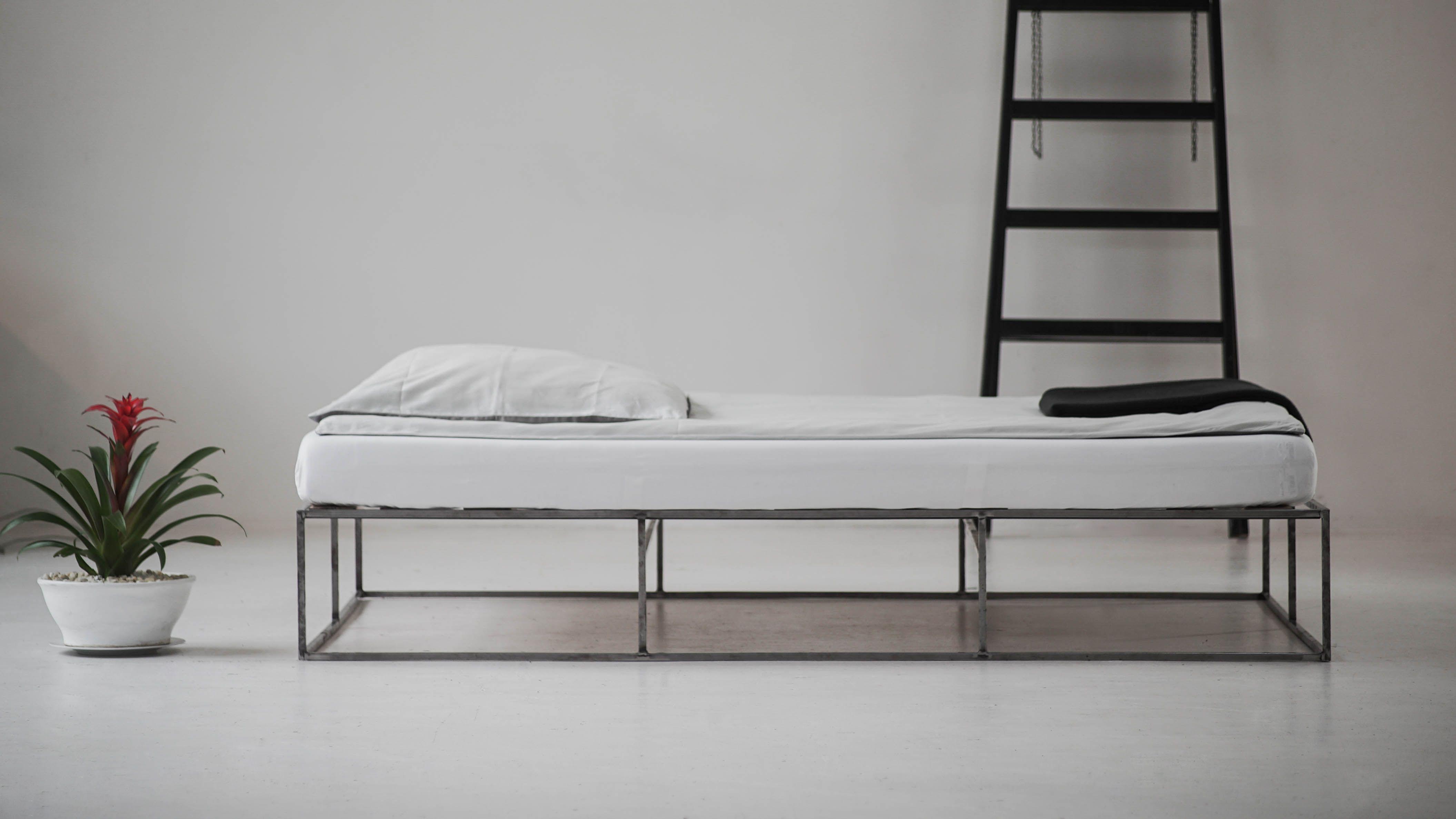 Bildergalerie des Metallbetts ION aus Berlin Bett ideen