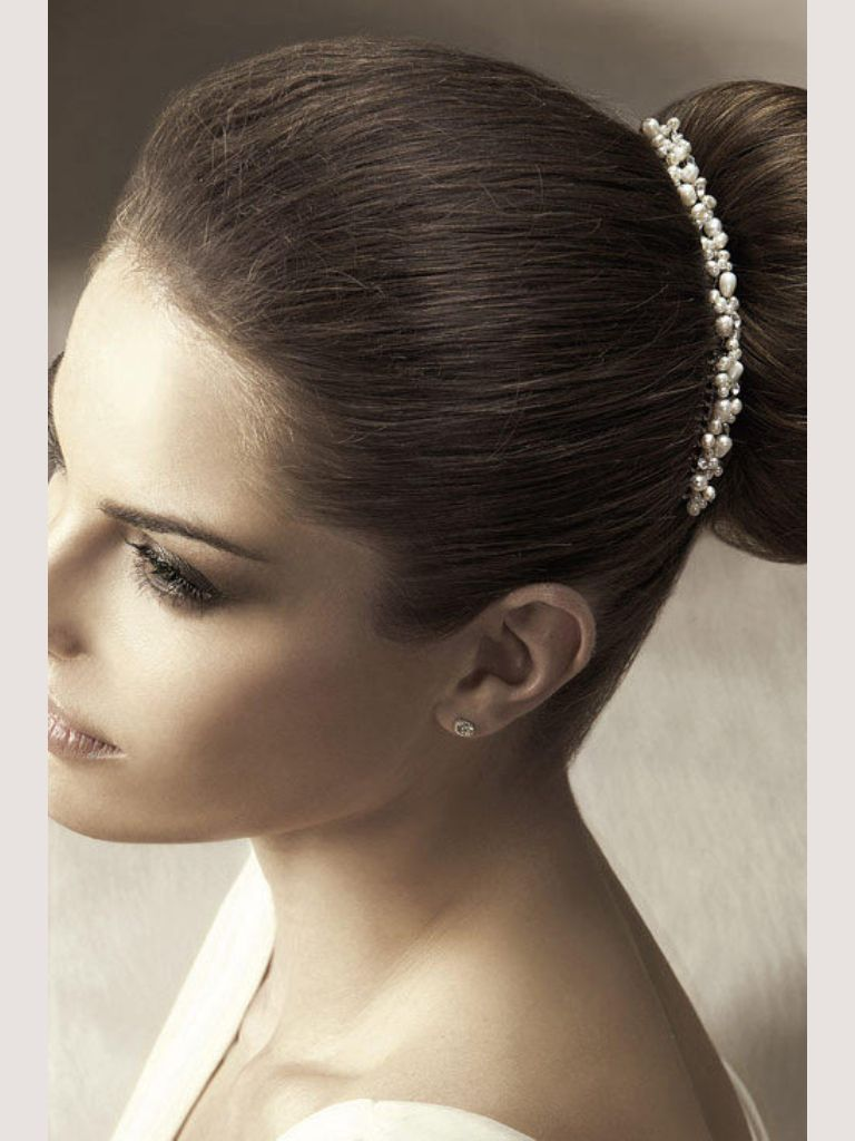 By Pronovias #perfectday.it #bridal #hair white