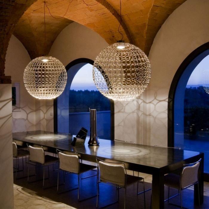 d corer les salles et les entr es avec un grand lustre plafond en bois faux plafond et lustre. Black Bedroom Furniture Sets. Home Design Ideas