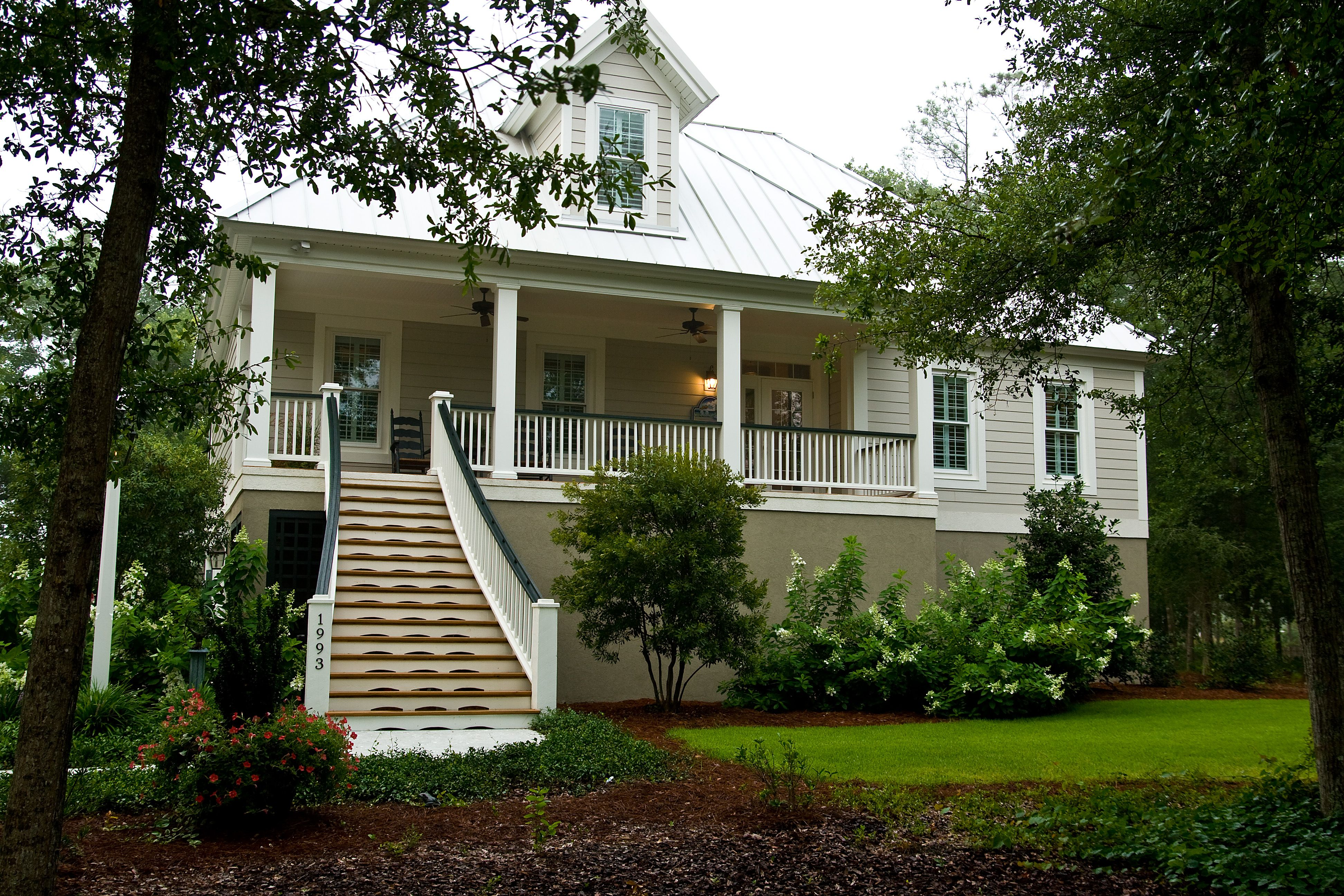 Front Elevation Cottage : Tradewind court house plan cottage front