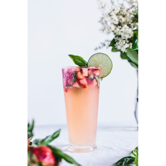 <p>Recept via <a href='https://foolproofliving.com/honey-sweetened-limeade-strawberries-basil/' target='_blank'>Foolproof Living</a></p>