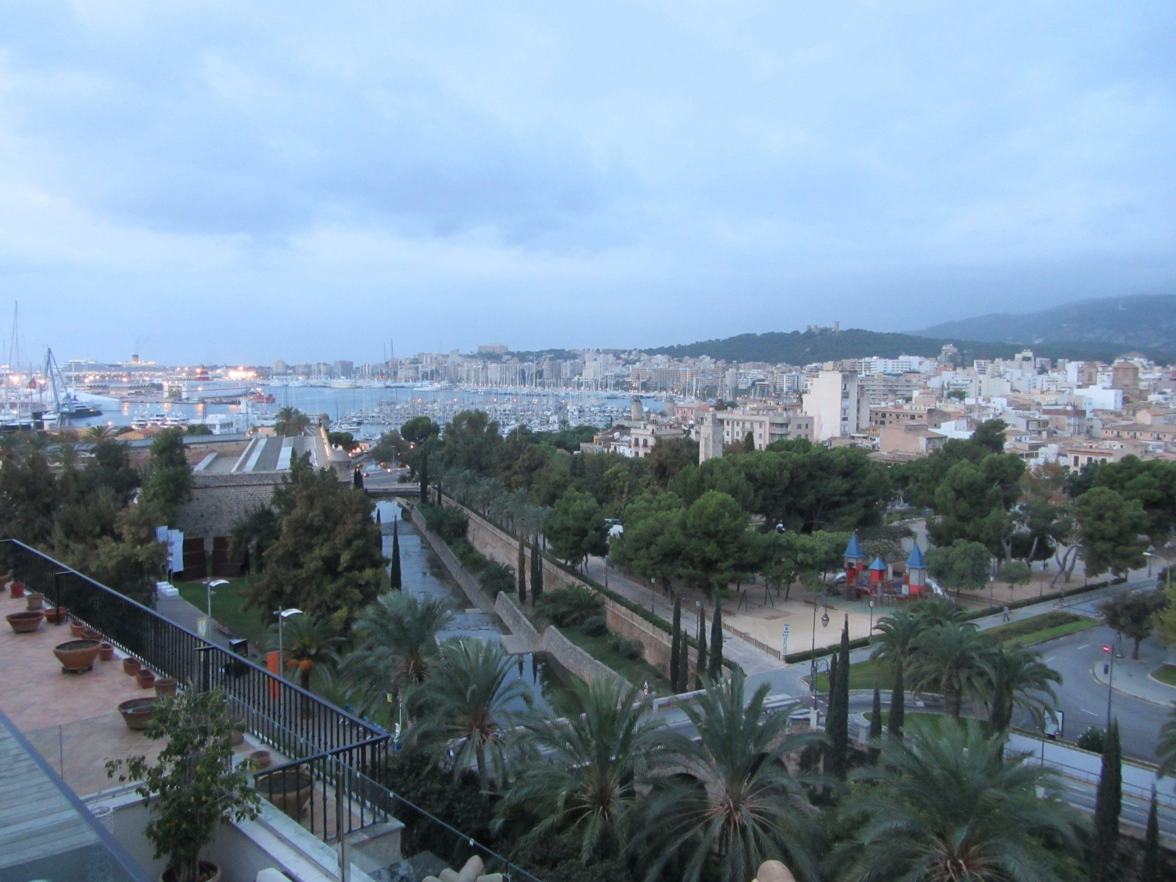 Despertar De Mallorca Desde El ático Del Hotel Saratoga Sunrise From Hotel Saratoga Hotel Palma De Mallorca Palmas