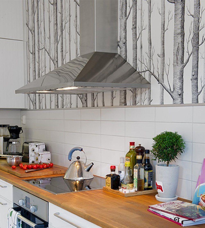 Papier Peint Pour Cuisine le papier peint woods gris et blanc dans une cuisine. papier