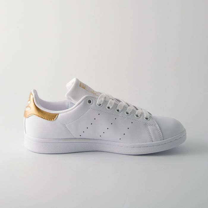 ... Sport - abbigliamento casual per uomo e donna. Adidas Stan Smith bianche  donna e3265ec63bfa