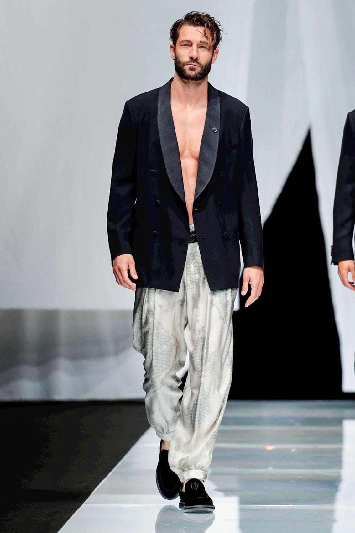 d5f575b559b Giorgio Armani Menswear Spring Summer 2019 Milan