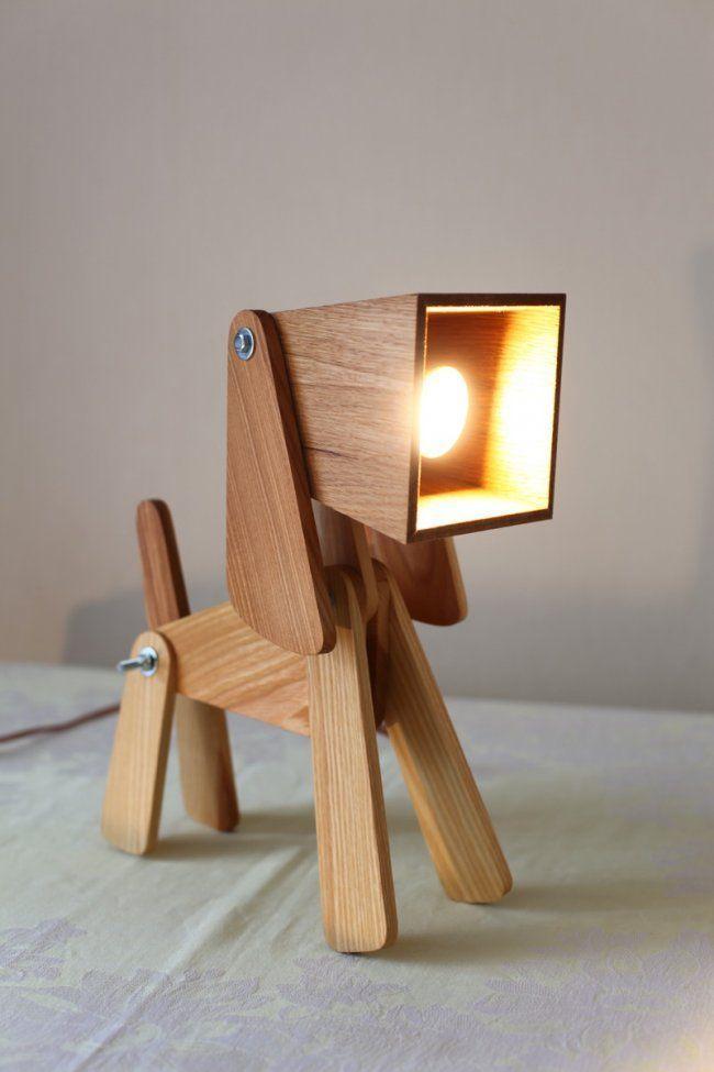 Лампа из дерева в форме щенка