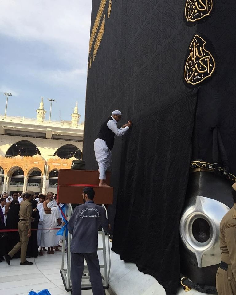 SubhanAllah, A Haram hero stitching the #Kiswah of the Kabah