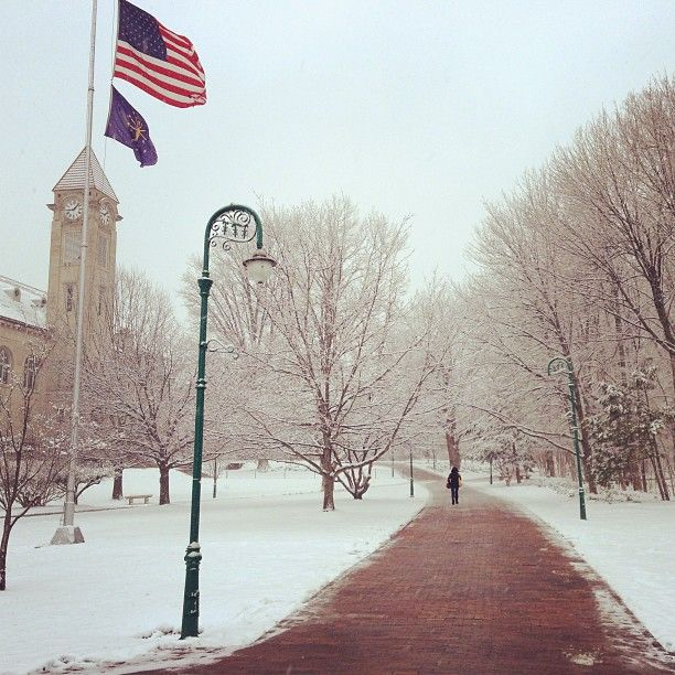 What A Lovely Spring Day Wait What Indianauniversity Iu Campus Bloomington Indiana Wint Indiana University Bloomington Indiana University Indiana Girl