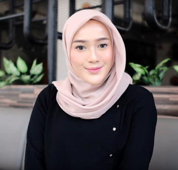Tutorial Hijab Wisuda Segiempat Satu Warna Hijab Model Wisuda