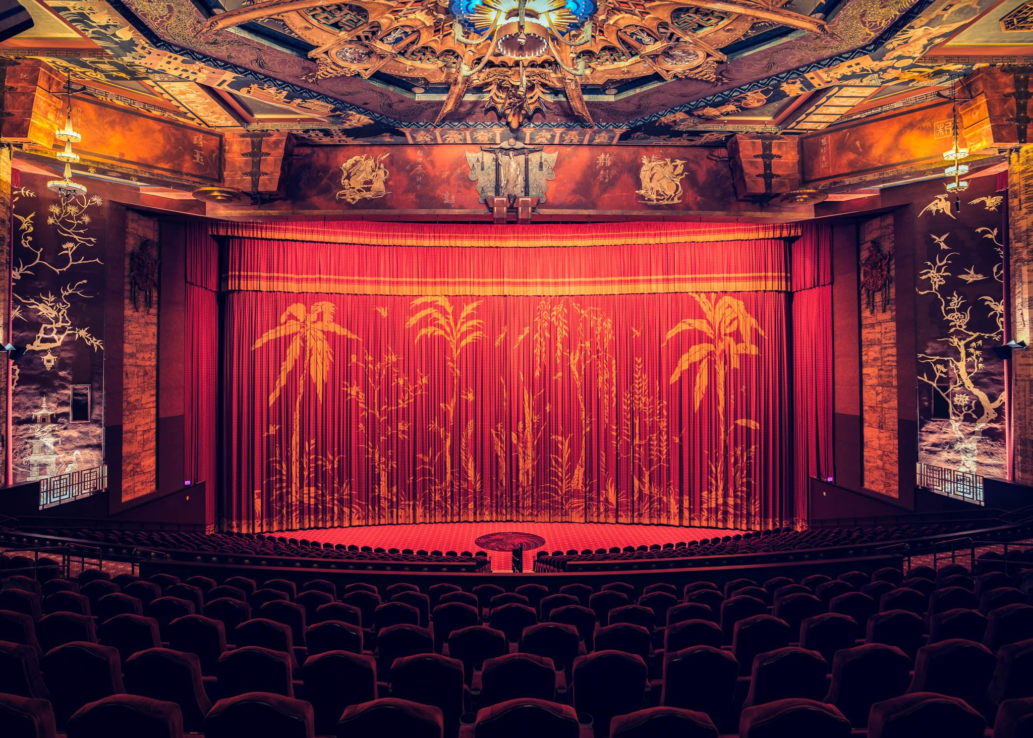 These Movie Theaters Will Remind You Of Old Hollywood Theatre Interior Movie Theater Cinema