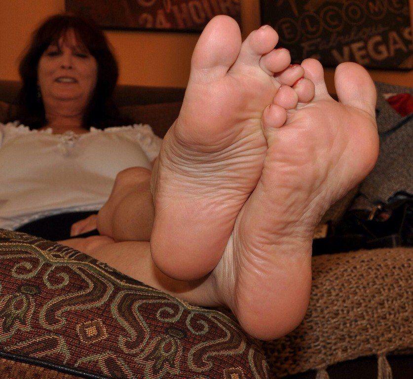Lesbian Big Feet Worship