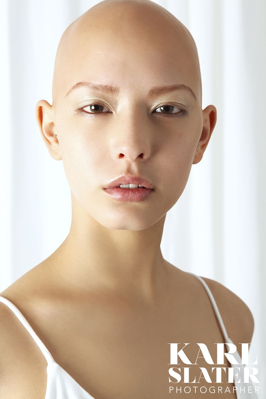 Models Of London Oxygen Model S Alice Kaltblut Magazine Bald Women Bald Head Women Bald Face