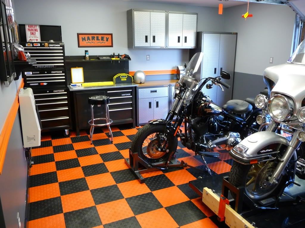 Decor Harley Davidson Home Decor And Carpet With Two Harley Davidson Then Cabinet Also The Chair As Well As Other Motorcycle Garage Garage Design Garage Paint