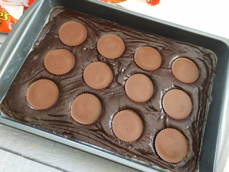 Homemade Reeses Peanut Butter Cup Brownies! #peanutbuttersquares