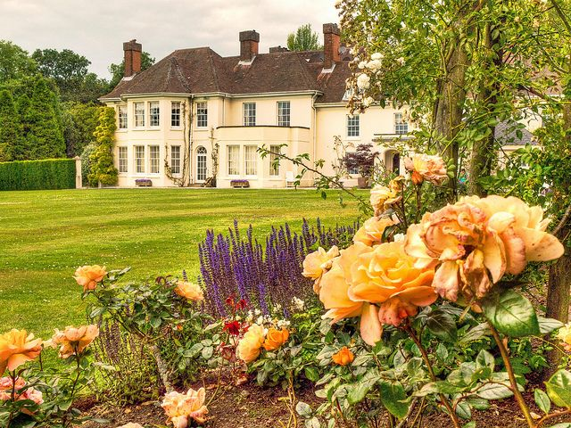 The Beautiful Gardens Of Merdon Manor A 1920s House Near Winchester Hampshire By Anguskirk Via Flickr Beautiful Gardens English Country Manor 1920s House