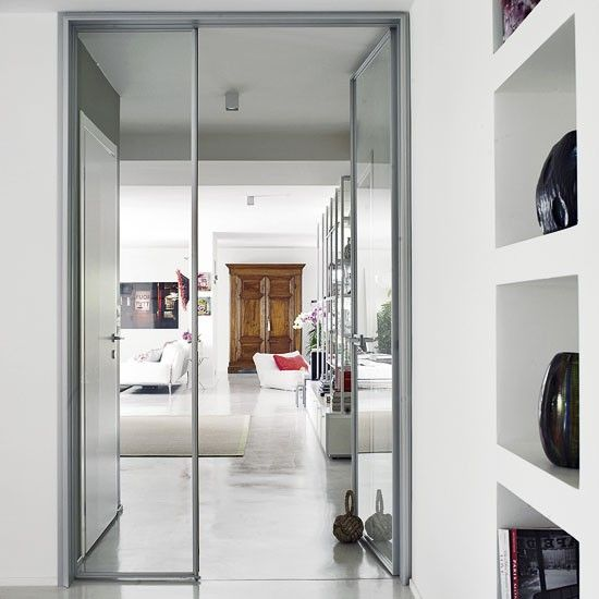 offener wohnraum mit floating regale wohnideen living ideas interiors decoration glast r. Black Bedroom Furniture Sets. Home Design Ideas