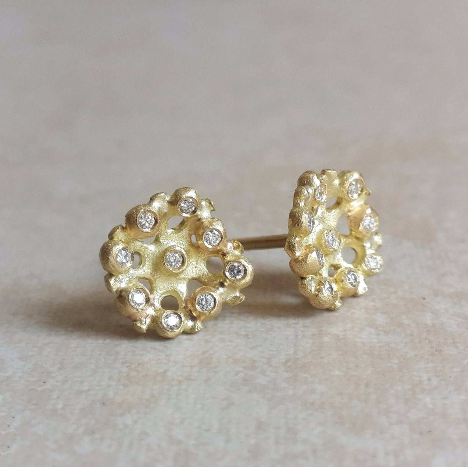 gucci gold white gg diamond running earrings stud