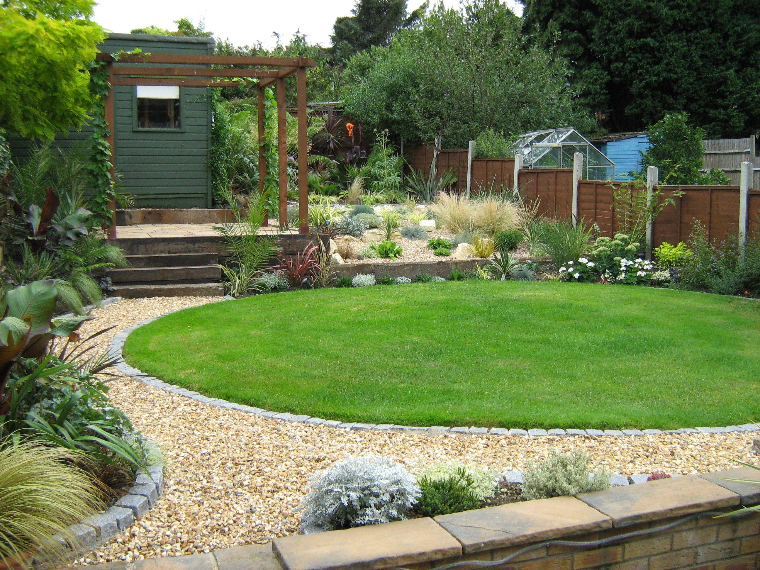 gravel path with granite sett edging & circular lawn for ...
