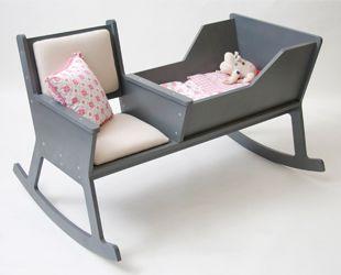 Rockid by Ontwerpduo / 흔들의자와 요람이 한 데 결합된 의자. 엄마가 책을 읽으며 가만히 의자를 흔들면, 어느새 아이는 스르르 잠이 든다. 보기만 해도 평화로워지는 의자.