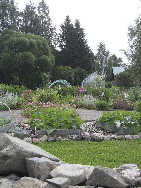 köksträdgården med grus, stenar och flis olika material ger spänning