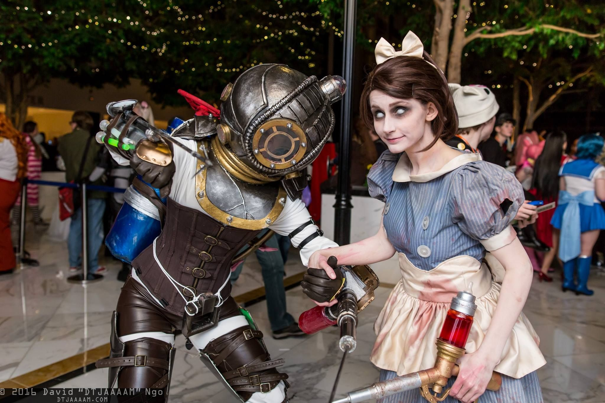 Big Sister Little Sister Awesome Bioshock Cosplay Cosplay Bioshock Cosplay Amazing Cosplay