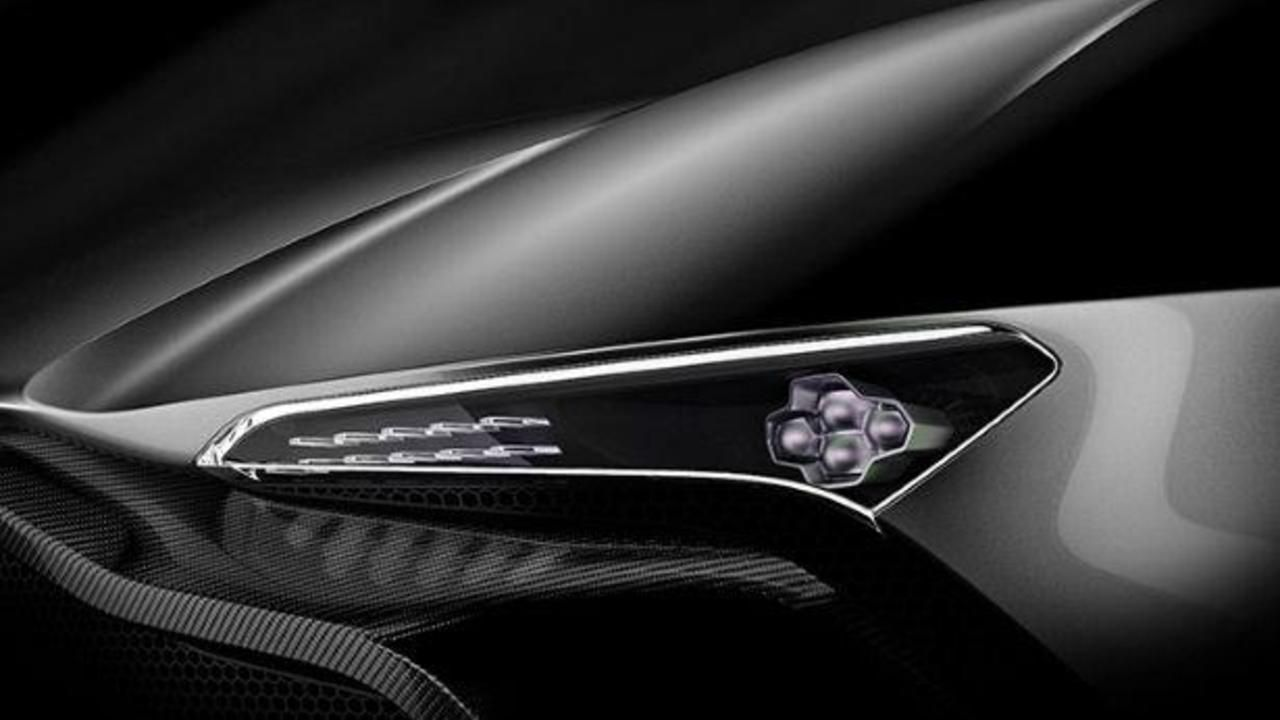 Exclusive Up Close With Aston Martin S 800bhp Vulcan Aston Martin Autos Und Sportwagen