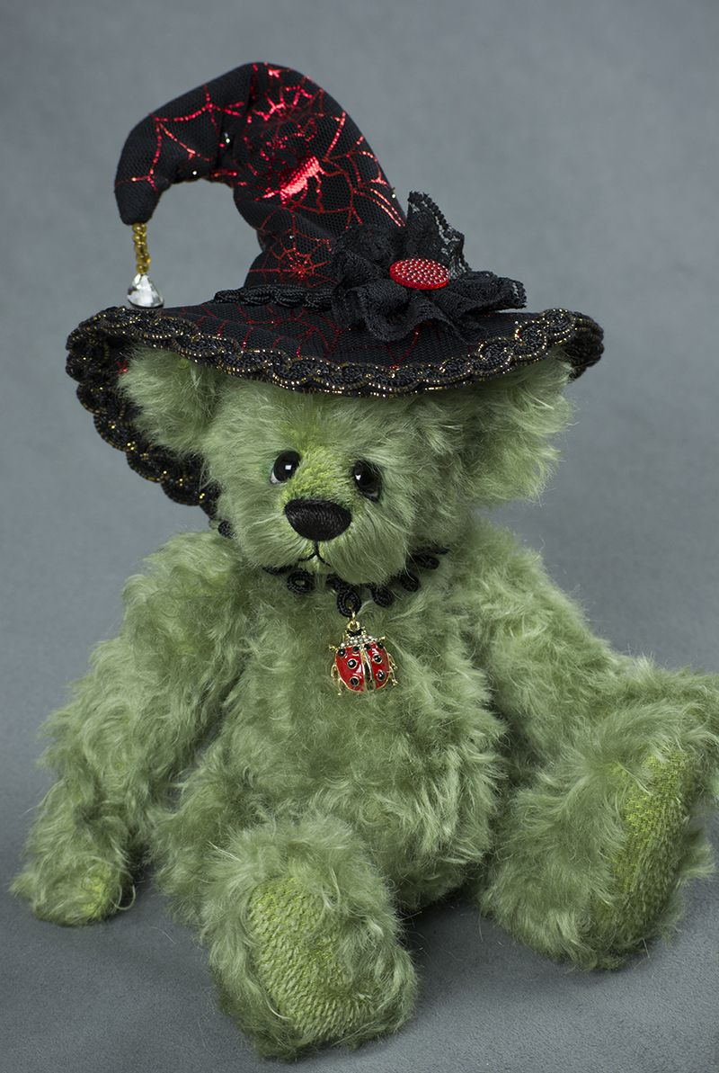 Little Morgana Grimsbane - Created from German Mohair, about 10 inches. #halloween #artistbear #artistbears #teddybear #teddy #handmade