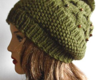 Gorro de lana verde oliva. Sombrero del Knit de la mano. Sombrero de mujer  de invierno. afb70d8398b