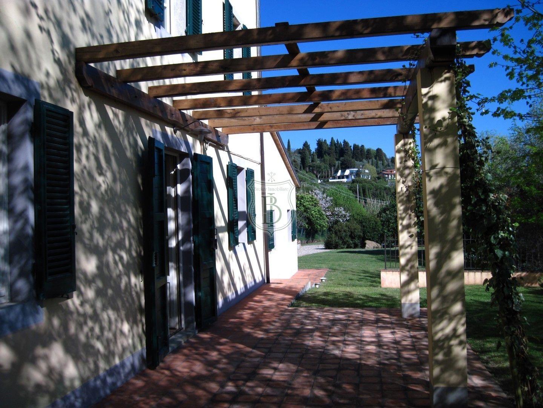 Casale Rustico ristrutturato in Vendita a Massarosa Lu