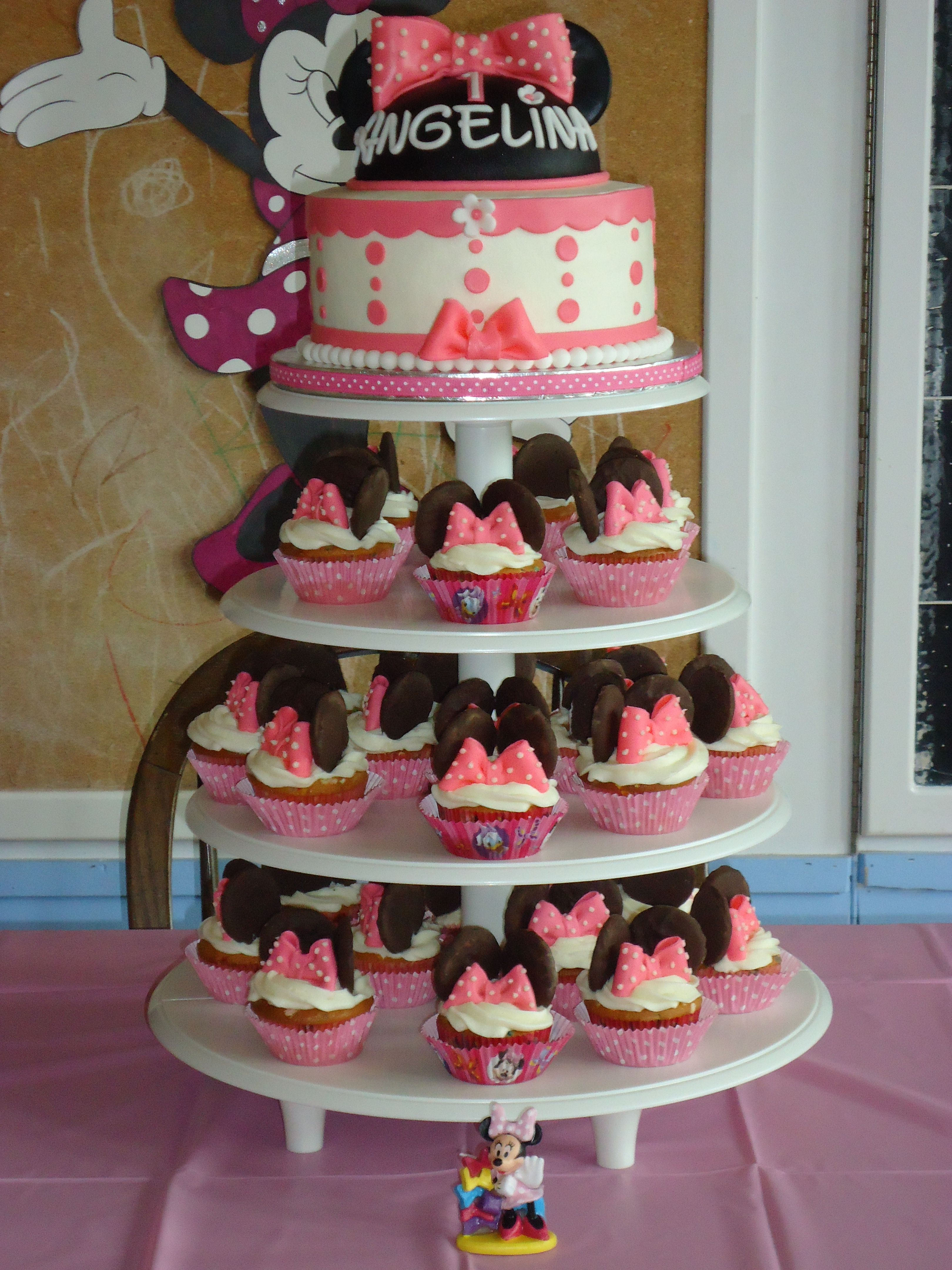 Minnie Mouse Cake and Cupcake Tower This is my repeat Minnie